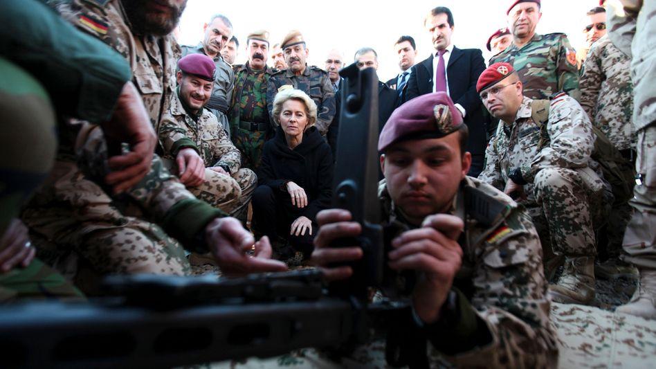 Ursula von der Leyen (auf Besuch in Arbil, Januar 2015): Kampfeinsatz im eigenen Ministerium