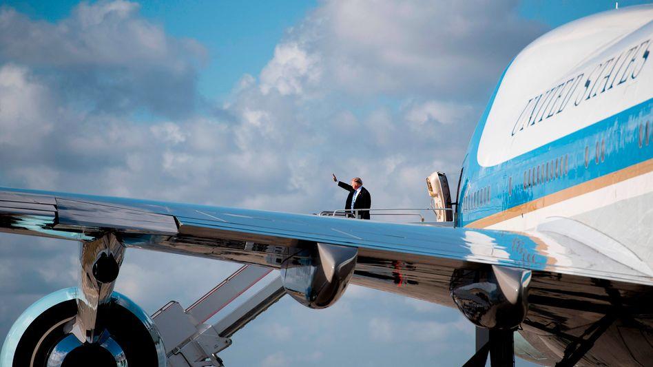 Donald Trump steigt aus Präsidentenmaschine Air Force One