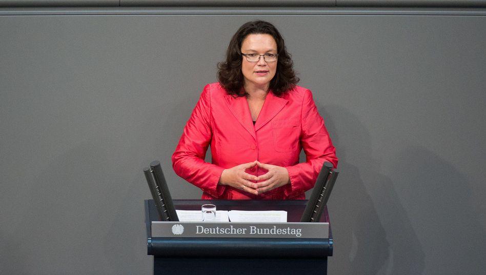 """Ministerin Nahles: """"Nicht direkt in Tarifauseinandersetzungen eingreifen"""""""