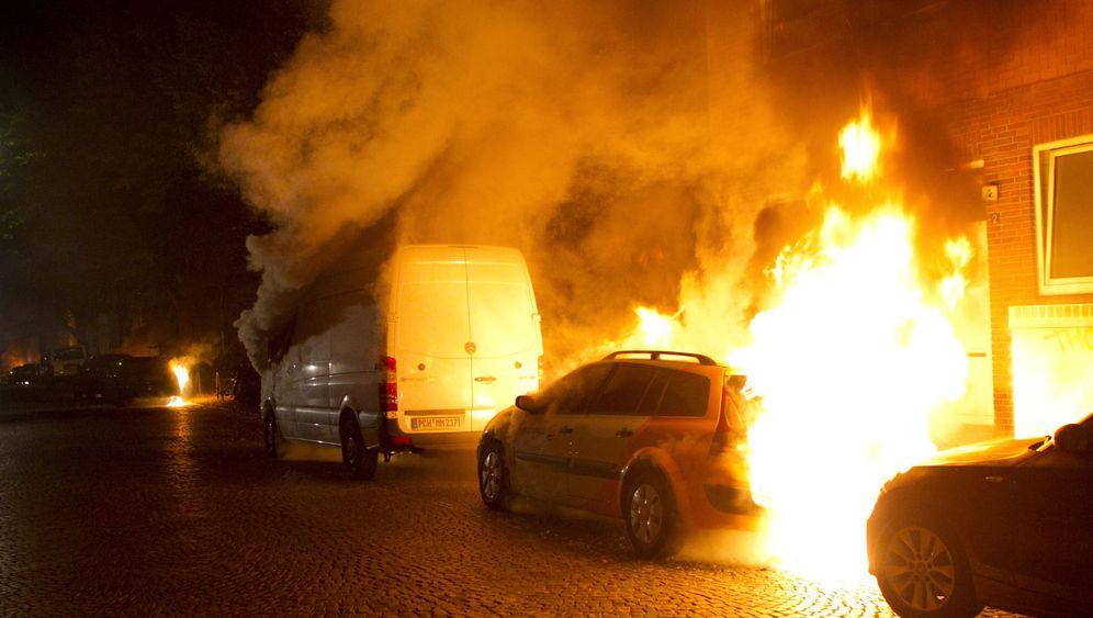 Autobrandstiftung: Feuerterror auf den Straßen