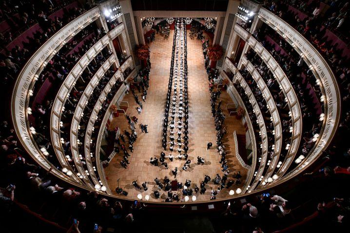 Eines der führenden Häuser der Opernwelt steht vor dem Neustart. Hier sehen Sie ein Bild von der Generalprobe zum Opernball 2019