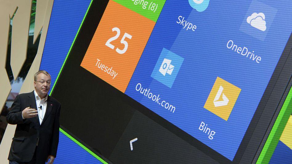 Nokia-Chef Stephen Elop mit Android-Handy: Kacheloptik für das Google-System