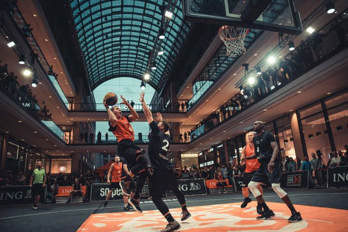 "3x3-Turnier in der ""Mall of Berlin"" in der Nähe des Potsdamer Platzes"