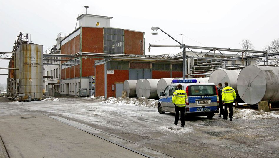 Harles-&-Jentzsch-Betriebsgelände in Uetersen: Beweismittel sicherstellen