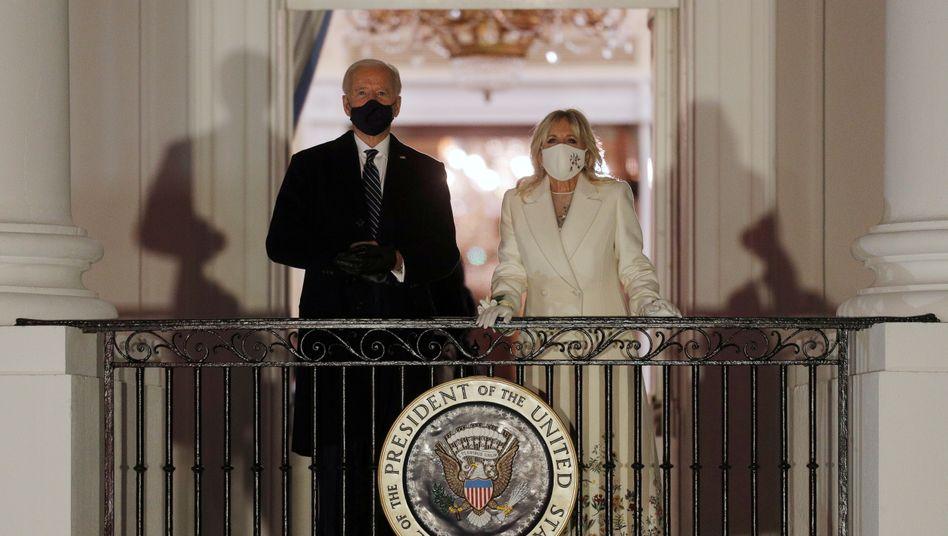 Joe und Jill Biden auf dem Balkon des Weißen Hauses