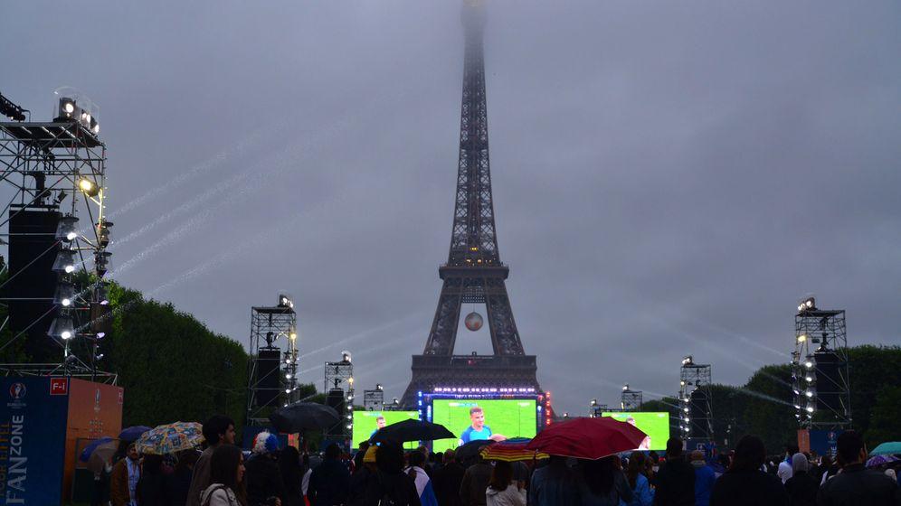 Islands Fans in Paris: That's family
