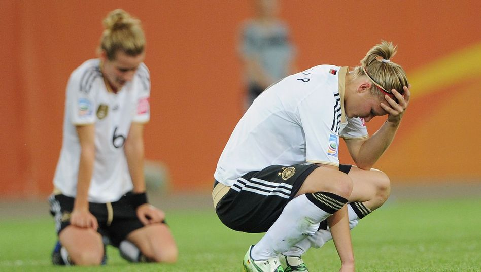 Germany's Alexandra Popp (R) and Simone Laudehr after the quarter-final loss against Japan on July 9. Was the pressure too much for them?