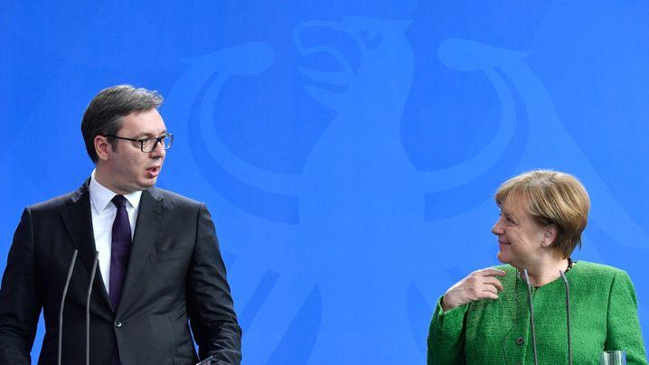 Serbiens Präsident Aleksandar Vucic und Angela Merkel im April 2018: Die EU wird aktiv