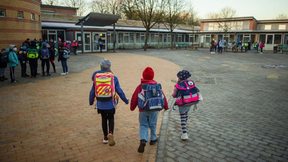 Kinder auf dem Weg zur Schule: »Richtig und erforderlich, dass sie gegen Covid-19 geimpft werden«