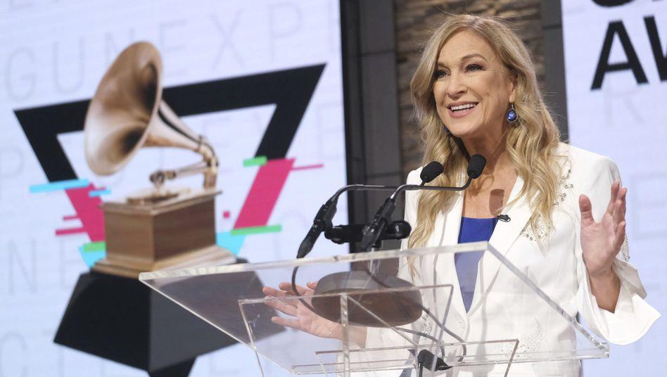 Deborah Dugan bei der Bekanntgabe der Grammy-Nominierungen im November