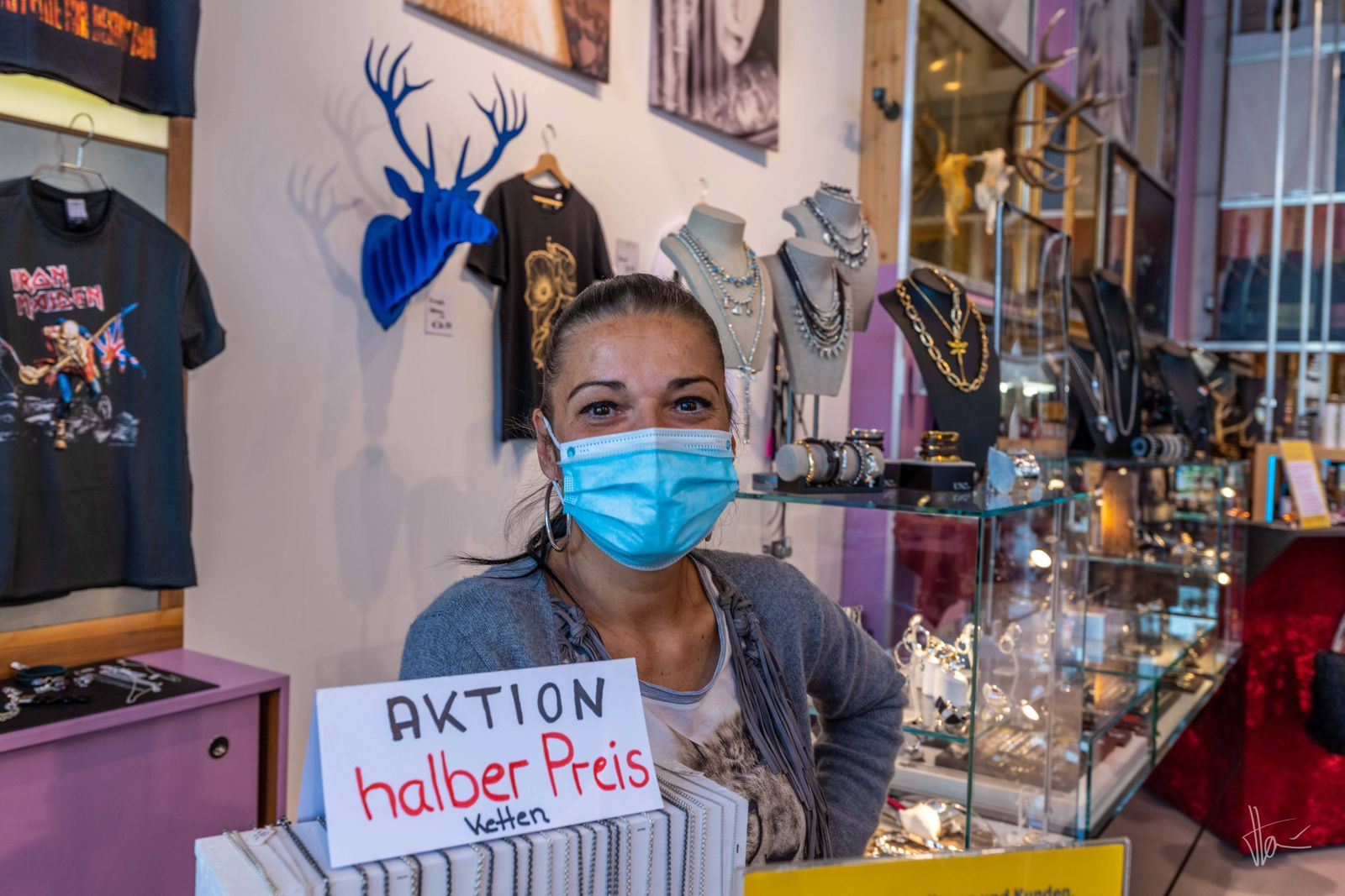 May 8, 2020, Munich, Germany: Munich 8 May 2020 ââ ¬ .The owner Vogelwildes Mo¼nchen in her shop together with her emp