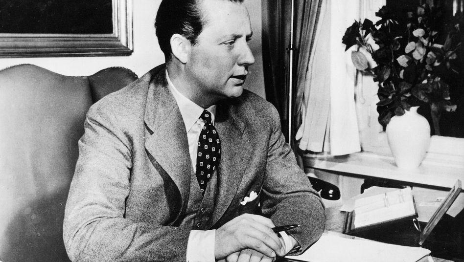 """Verleger Axel Springer in seinem Büro (18.10.1958): Informationen """"abgeschöpft"""""""