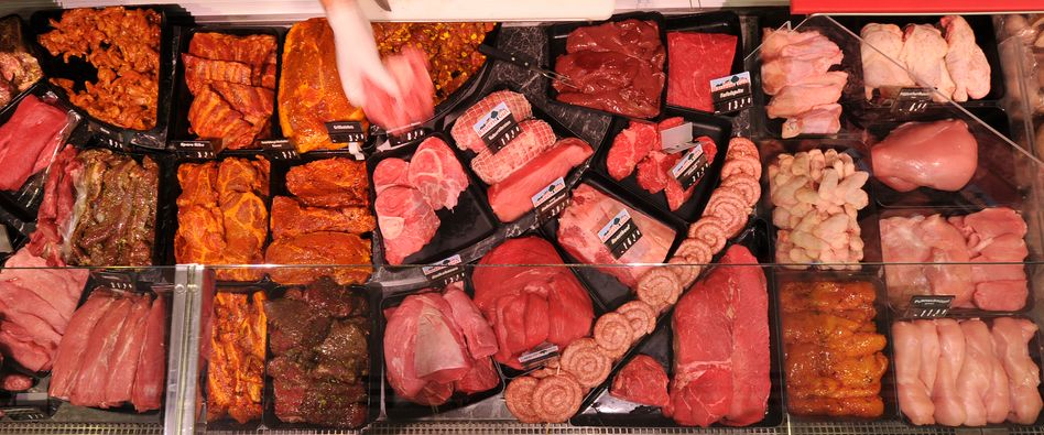 """Fresh meat at a supermarket: """"Never consume raw meat."""""""