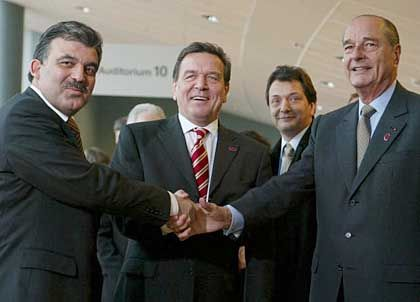 Turkish Foreign Minister Abdullah Gül meets with German Chancellor Gerhard Schröder (center) and French President Jacques Chirac in Copenhagen.