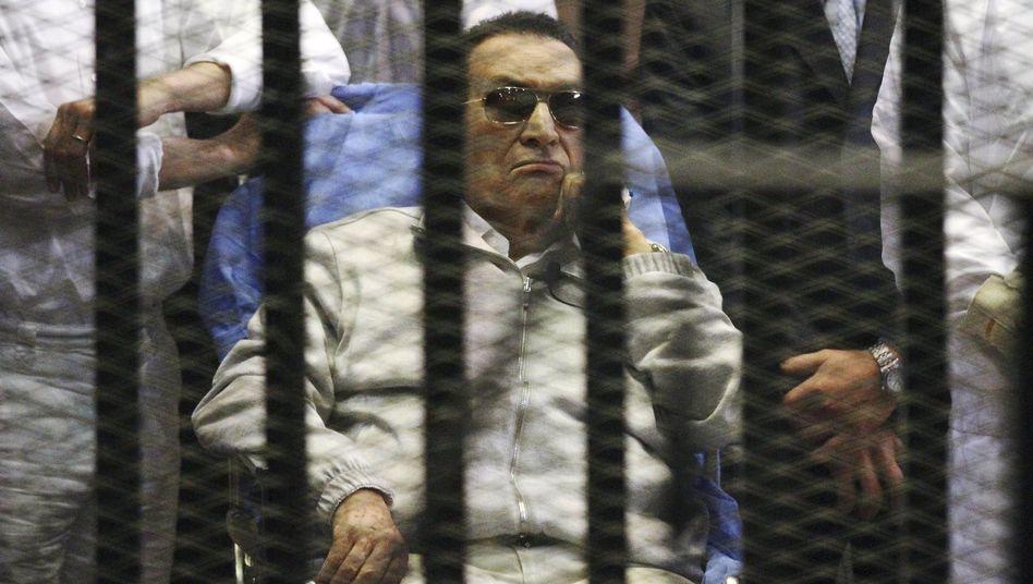 Veruntreuung: Ägyptens Exdiktator Mubarak zu drei Jahren Haft verurteilt