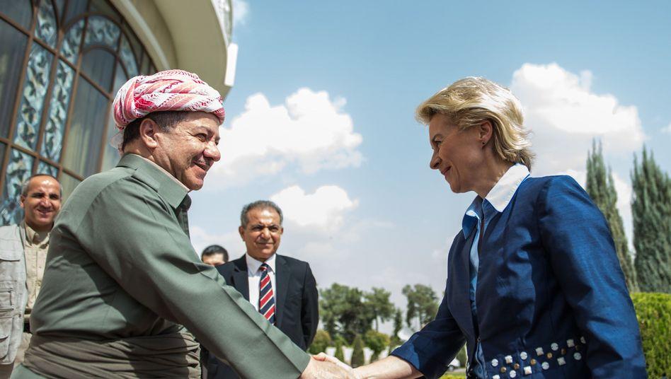 Verteidigungsministerin bei den Peschmerga: Von der Leyens Pannenmission im Irak