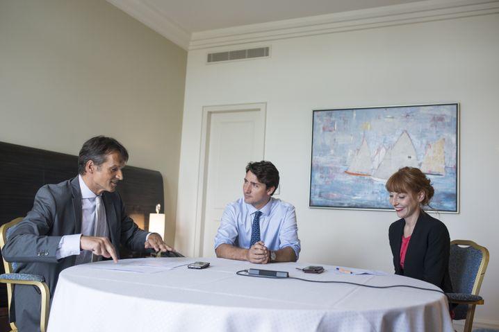 Premierminister Justin Trudeau mit den Redakteuren Klaus Brinkbäumer und Barbara Hans