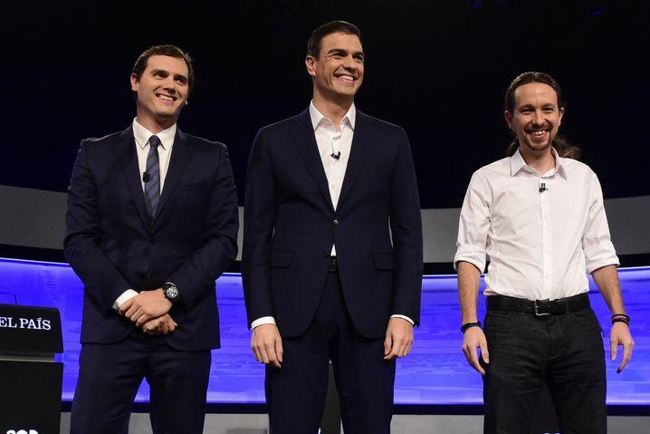 Pedro Sanchez (Mitte) und Pablo Iglesias (r.) (Archivbild)