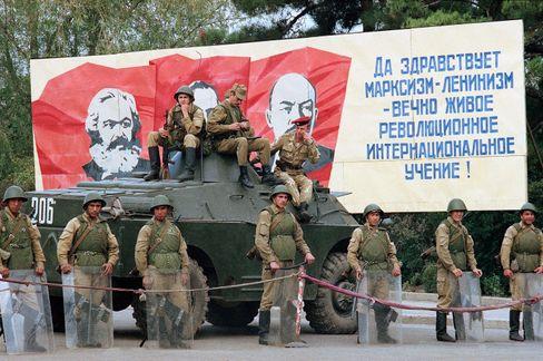 Sowjetische Soldaten in Bergkarabach (1989): Der zerfallende Staat verlor die Kontrolle