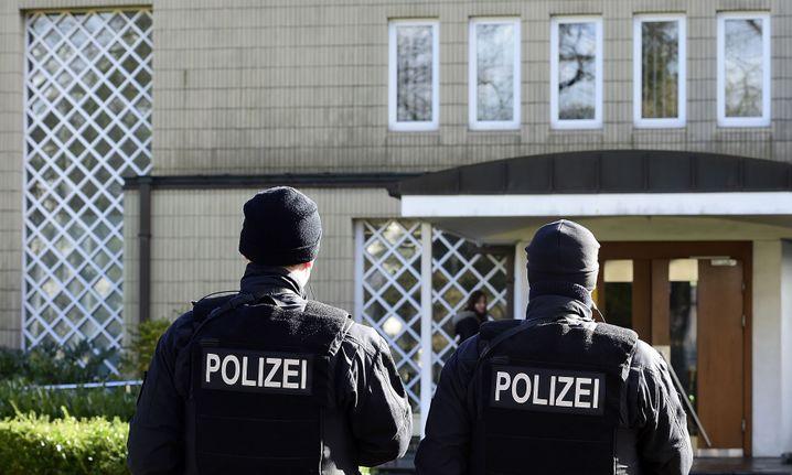 Polizei vor einer Synagoge in Bremen (Archivbild): Dankbar für den Schutz