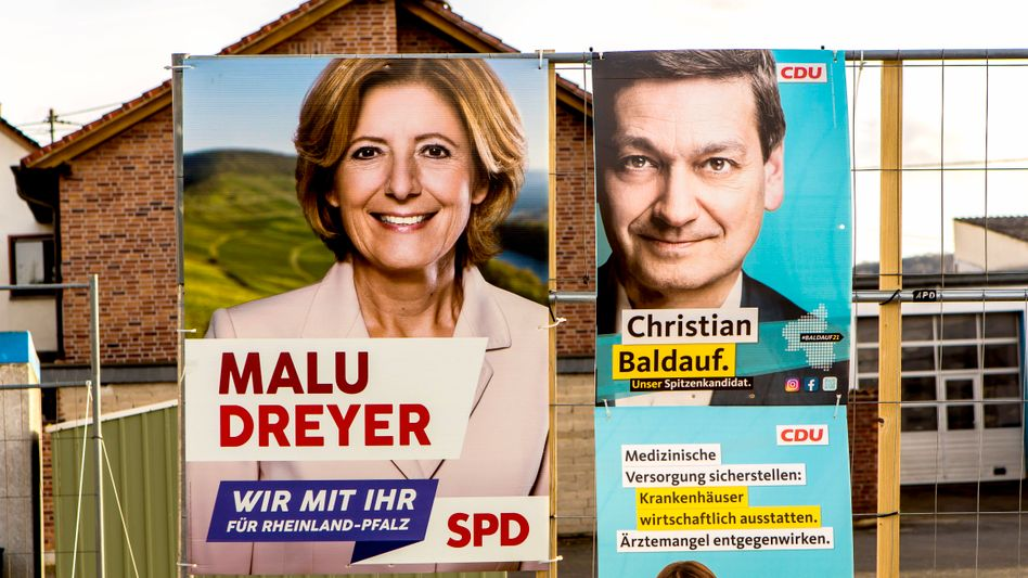 Wahlplakate von SPD und CDU in Rheinland-Pfalz