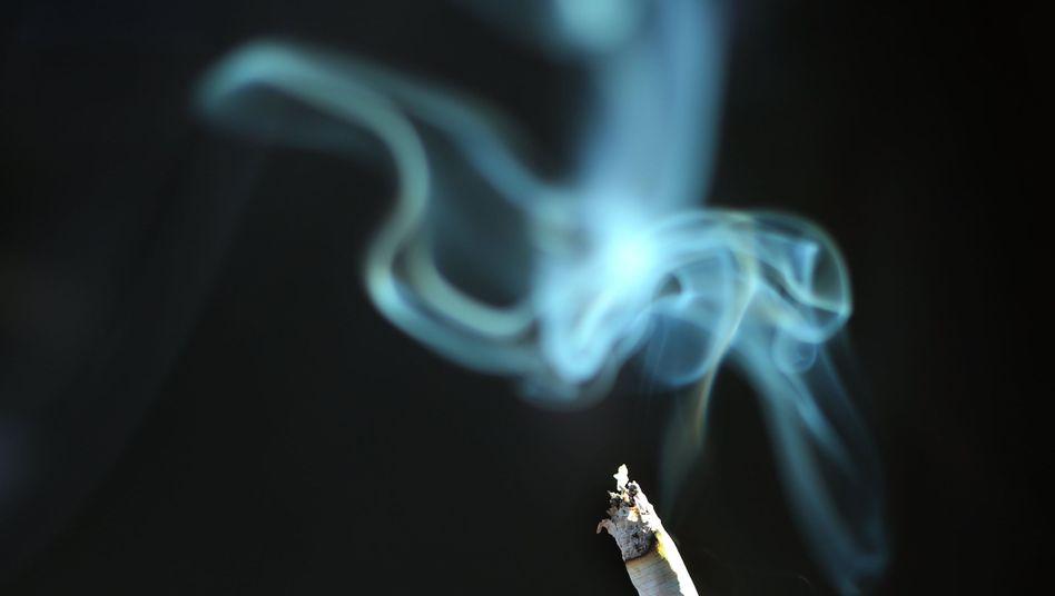Brennende Zigarette (Archiv)