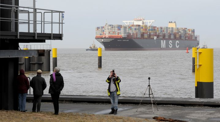 """""""MSC Oscar"""" in Bremerhaven: 5500 Container werden gelöscht"""