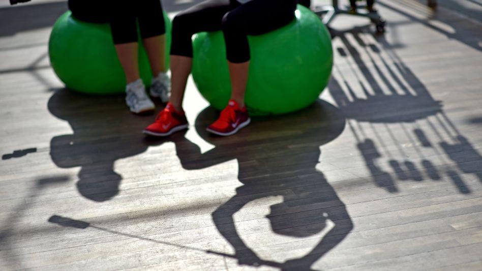 Schwingstäbe zum Aufbau körperlicher Fitness nach einer Erkrankung