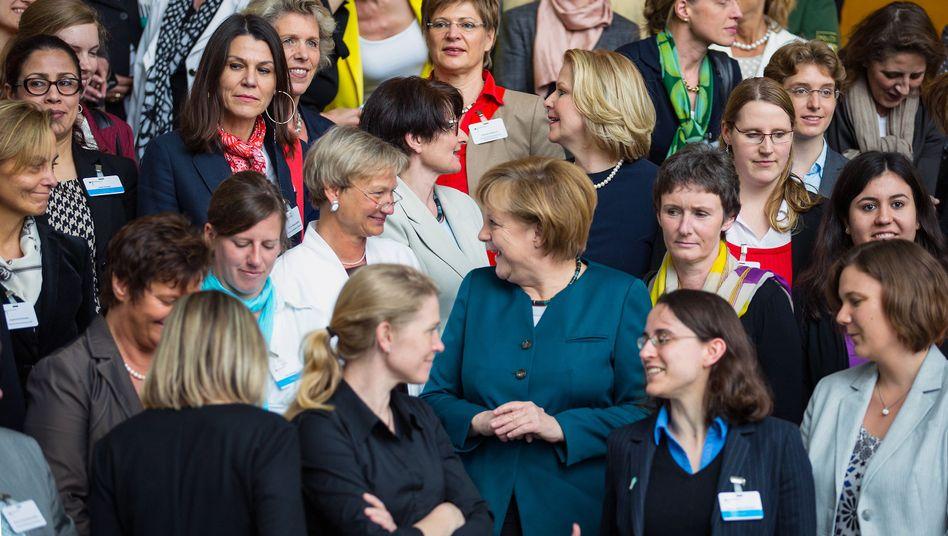 """Kanzlerin Merkel zwischen Frauen mit Spitzenjobs: """"Falscher Eindruck"""""""