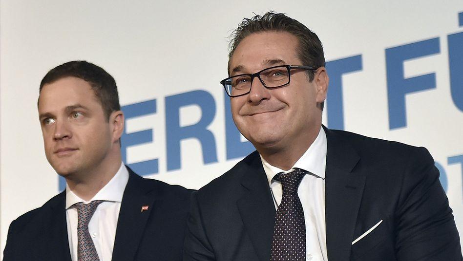 Ex-FPÖ-Politiker Johann Gudenus zusammen mit Heinz-Christian Strache