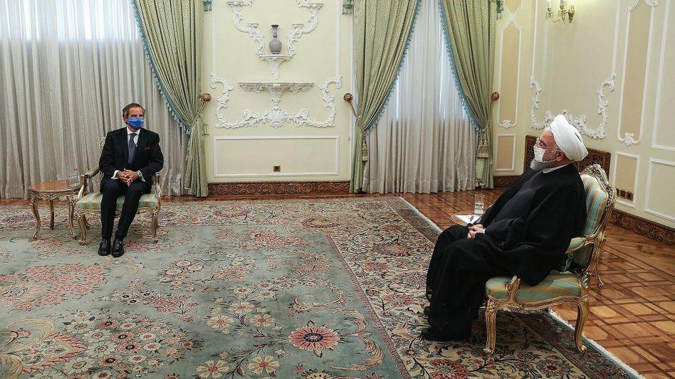 "IAEA-Chef Grossi, Irans Präsident Rohani in Teheran:""Bemerkenswerte Beständigkeit in seinen nuklearen Aktivitäten"""