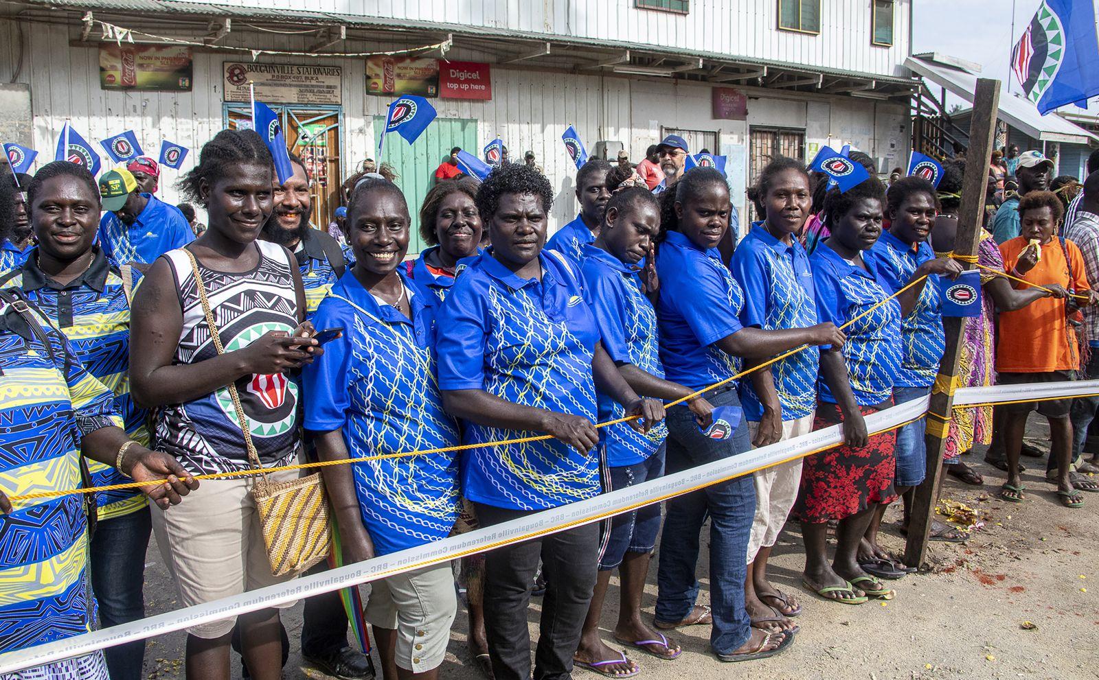 Neu Guinea/ Referendum