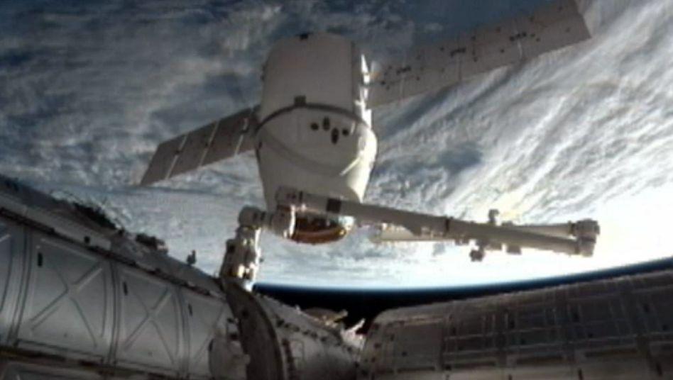 """Abkoppeln von der Raumstation ISS: """"Dragon"""" zurück auf der Erde"""