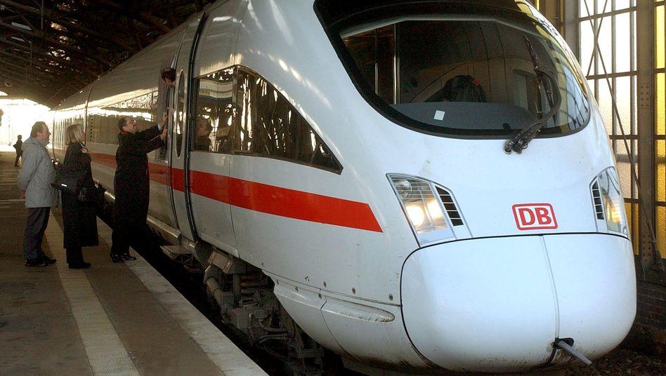 Ein ICE T steht im Bahnhof Dresden-Neustadt (Archivbild)