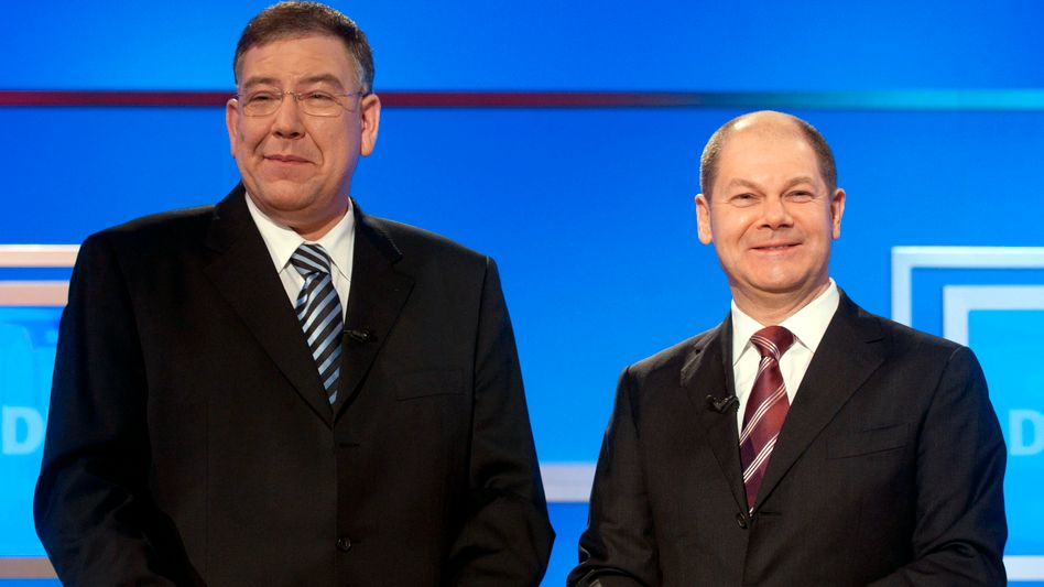 Facing off: Current Mayor of Hamburg Christoph Ahlhaus (CDU, left) will be hoping for a miracle against Olaf Scholz's SPD in the Hamburg election.