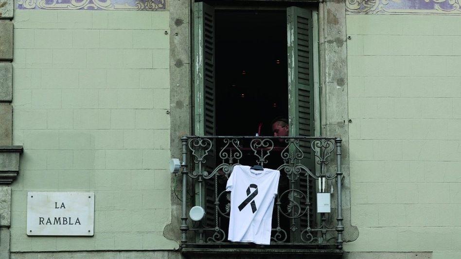 Trauerbekundung auf einem Balkon in Barcelona: Vom Terrorismus verstehen Spanier leider etwas