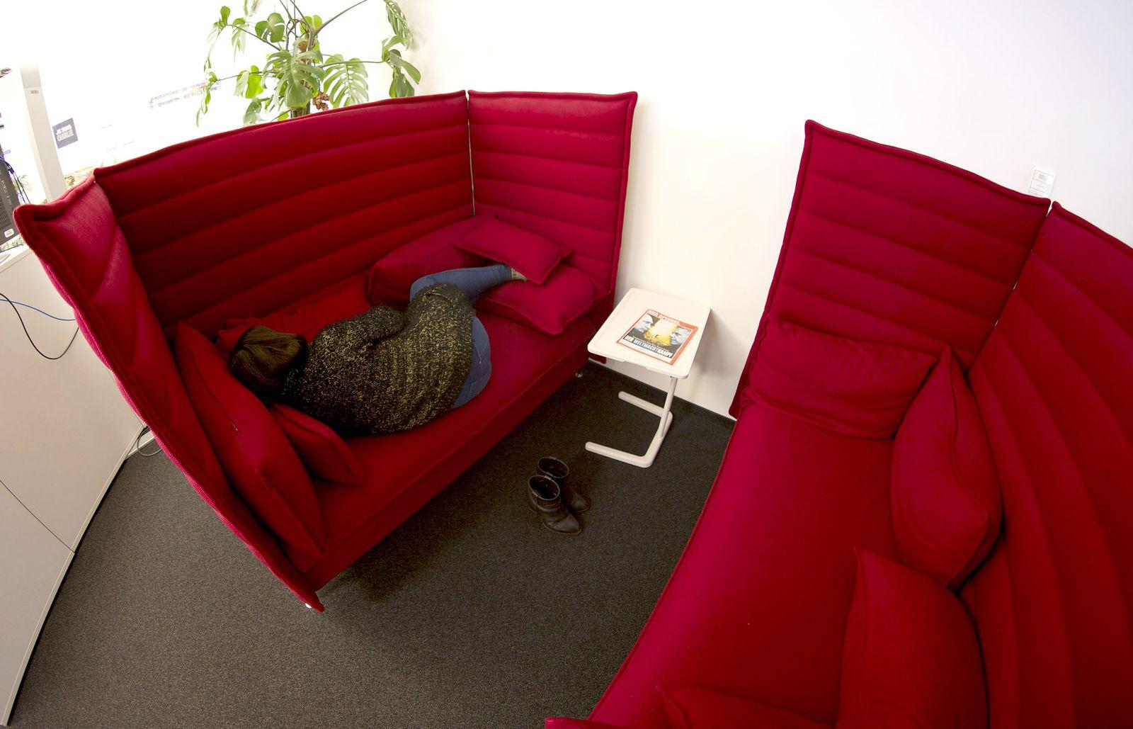 Mittagsschlaf im Büro