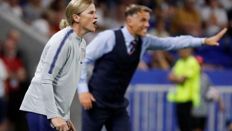US-Trainerin Jill Ellis (l.) und Englands Coach Phil Neville