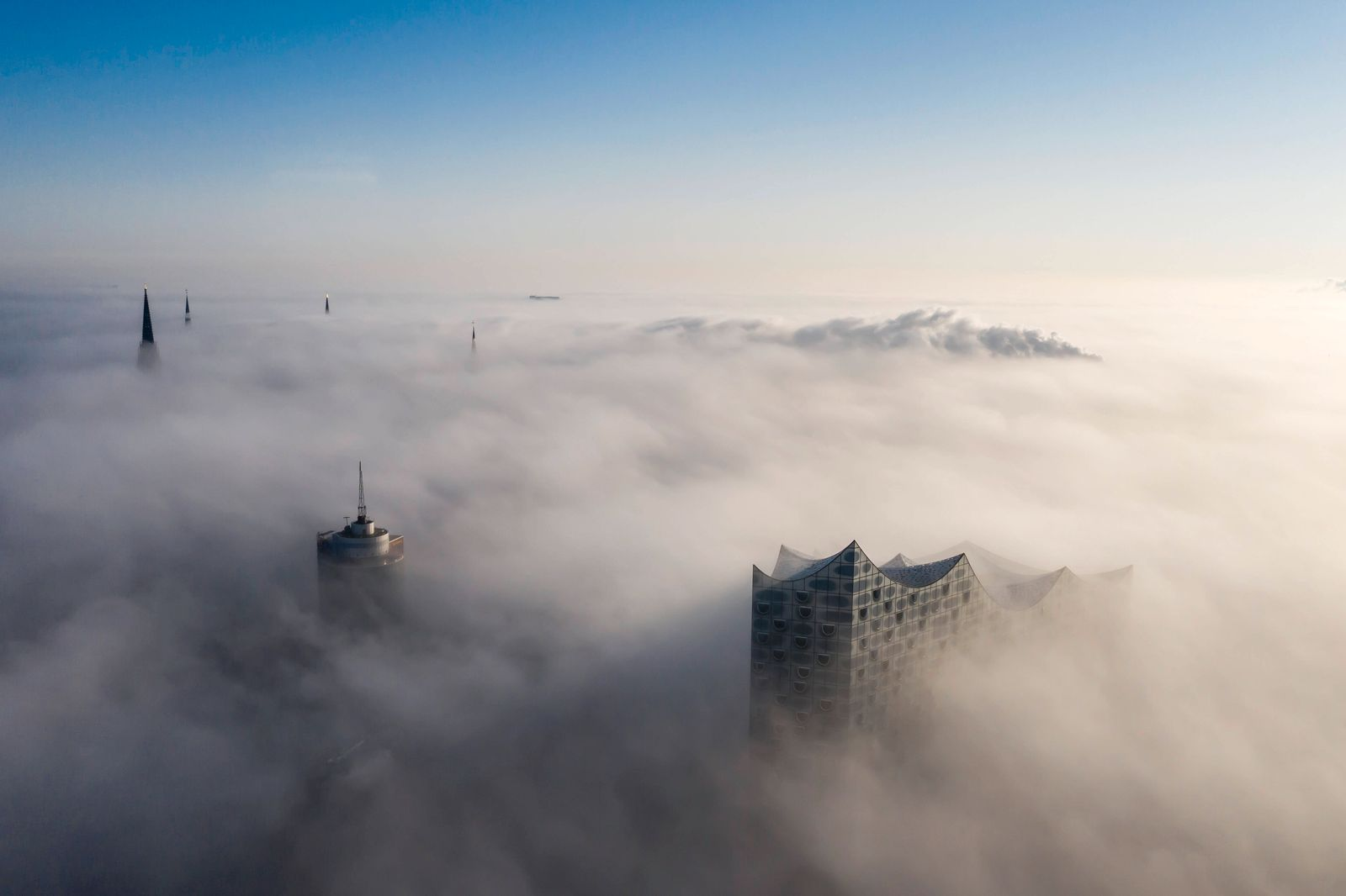 Hamburg 2021 Hamburg 2021, Photographie, Fotografie Elbphilharmonie, Elphie im Nebel Hamburg Germany JuergenxTap *** Ham