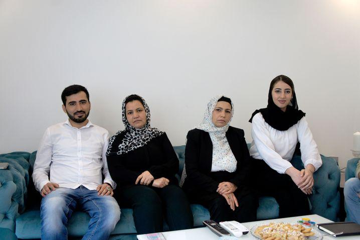 Fahima (2. von links); ihre Schwester Zarghona und deren Kinder Darab und Mariam
