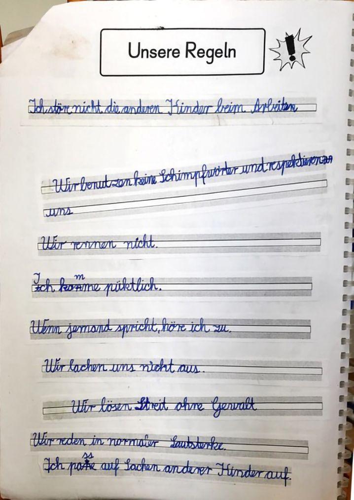 """""""Unsere Regeln"""": Das hat die Neunjährige in ihr Arbeitsheft geschrieben"""