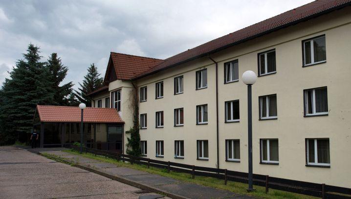Freital in Sachsen: Aufmarsch vor dem Flüchtlingsheim