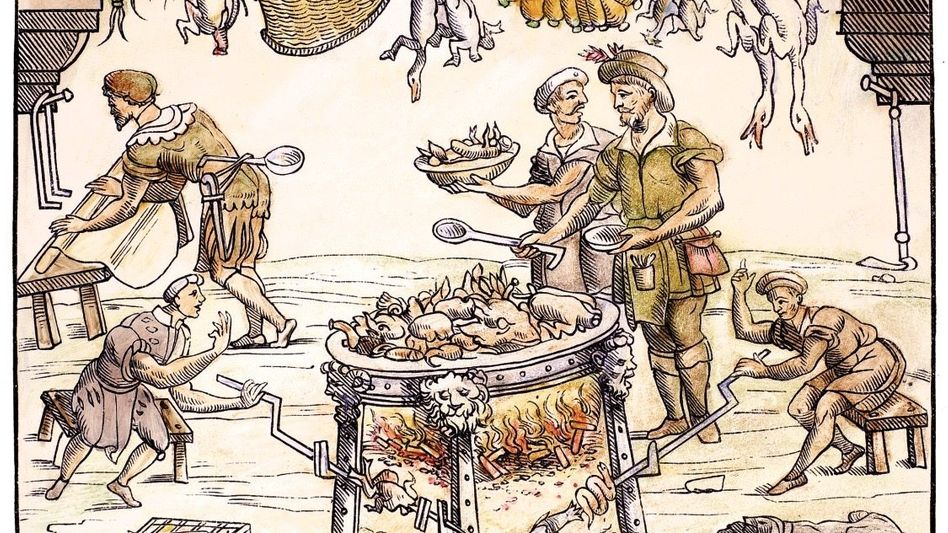 Geflügel gart über dem Feuer, im Hintergrund walzt ein Koch einen Teig aus Obst; Gemüse und geschlachtete Tiere stehen für die nächsten Gänge schon bereit. In seinem Werk »Banchetti« gewährte Cristoforo di Messisbugo, Truchsess der Herzöge von Ferrara, auch Einblicke in die Organisation der höfischen Küche.