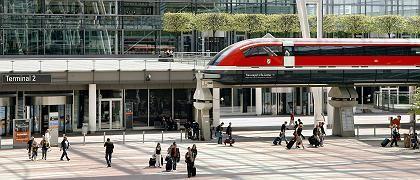 Nachbildung eines Transrapid am Flughafen München: Warum lassen Siemens und ThyssenKrupp das Projekt an 340 Millionen Euro scheitern?