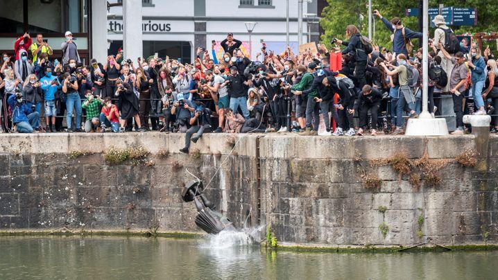 Statuen-Sturz am 7. Juni: Seit Demonstranten den Sklavenhändler Edward Colston im Hafenbecken versenkten, häufen sich in Bristol rassistische Übergriffe