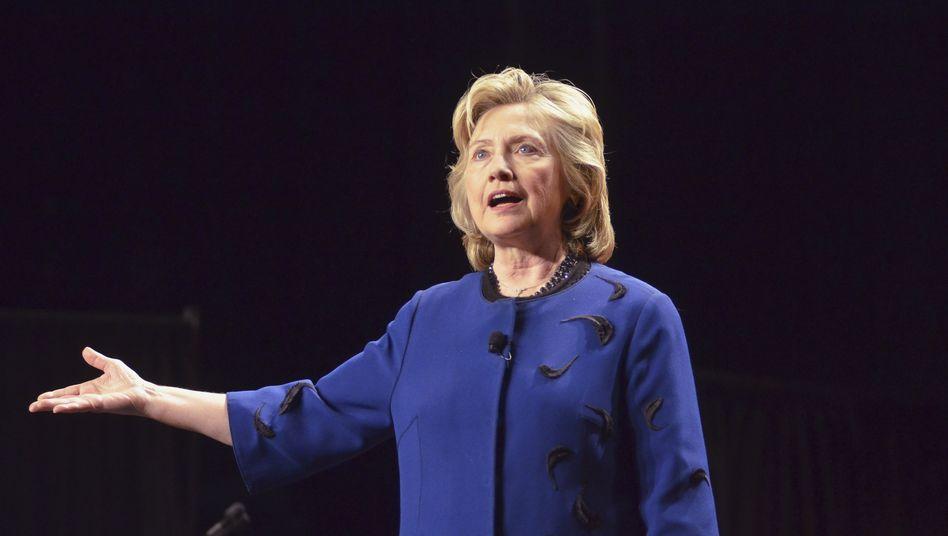 """Hillary Clinton (Archivbild): Putin glaube, """"die russische Größe wiederherstellen"""" zu müssen"""