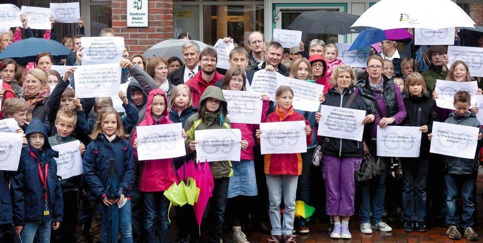 Schulprotest vor dem Rathaus von Wentorf bei Hamburg: G8 ist zum Symbol für überbordenden Leistungsdruck geworden