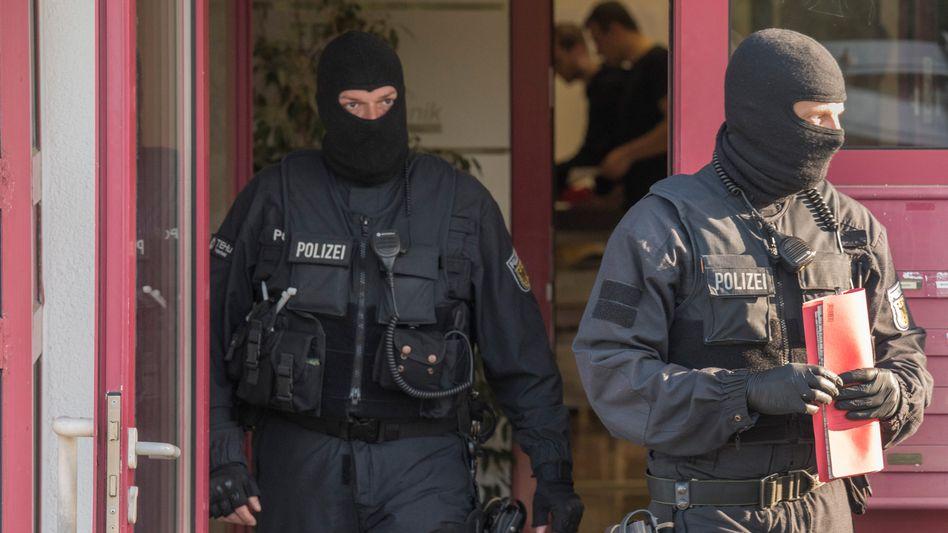 Bundespolizisten im Einsatz (Archivbild): Razzien in fünf Bundesländern