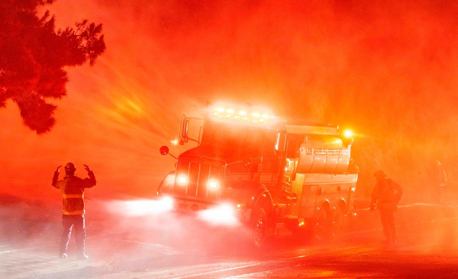 TOPSHOT-US-FIRES