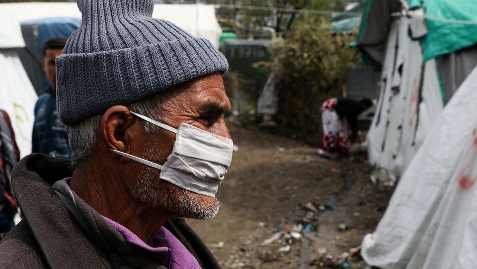 Auch er lebt im Lockdown: Ein Migrant in Moria